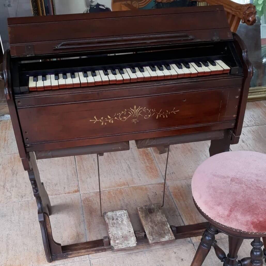 Antika Piyano Aleti