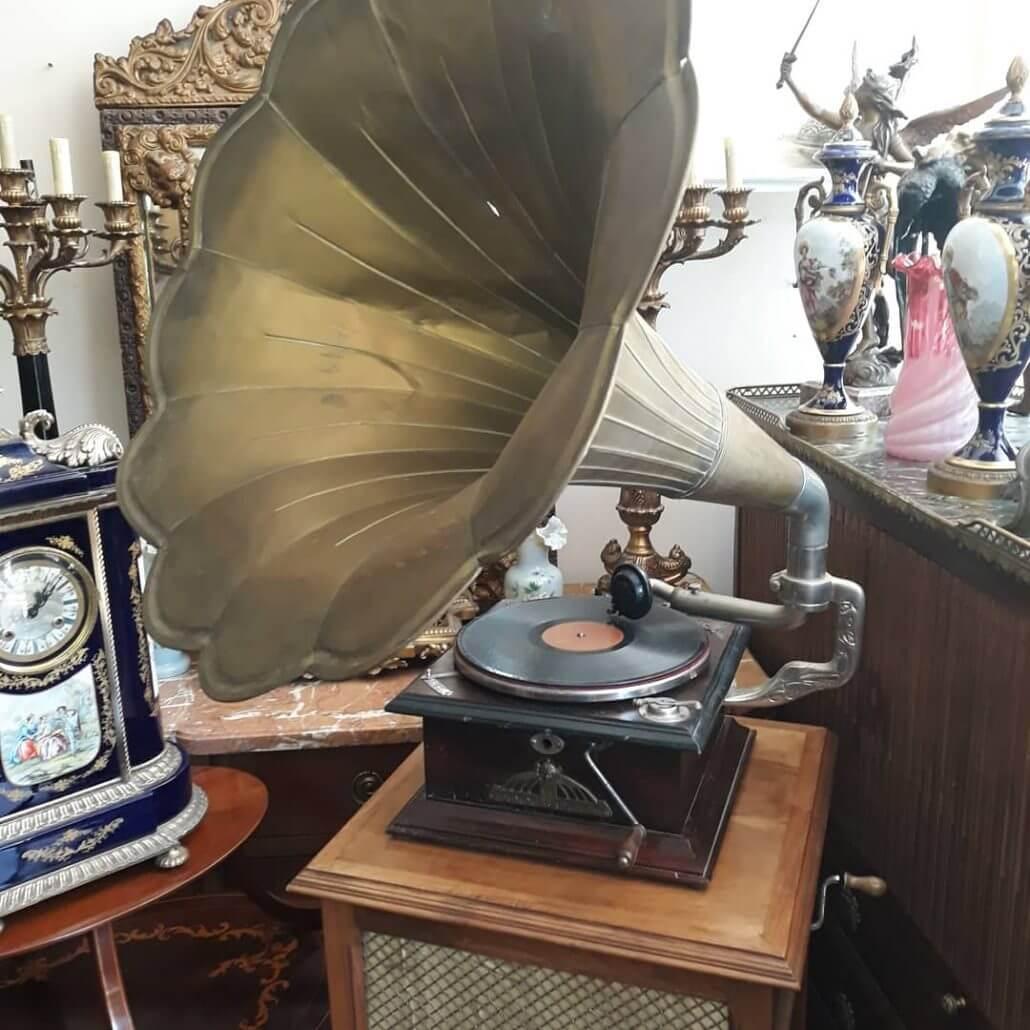 Gümüş Görünümlü Antika Gramafon